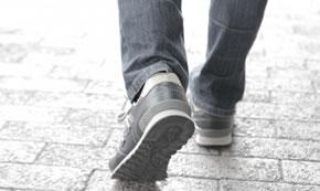 靴のかかとをふまないで
