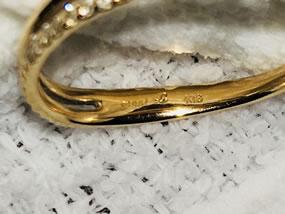 金の指輪です。
